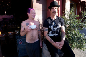 anthony-kiedis-flea-silverlake-cafe-stella-24