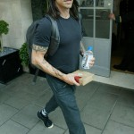 Anthony_Kiedis_stepping-out