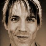 Kiedis-smirk