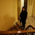 kiedis-foot-stairs