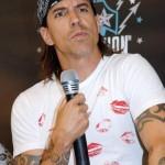 Kiedis-American-Eagle-Outfitters-9