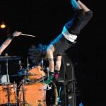 Kiedis-amazing-dive-live