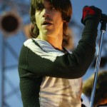 Kiedis-live-two-coloured-top