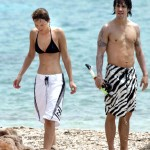 Anthony Kiedis Rota Hans walking beach