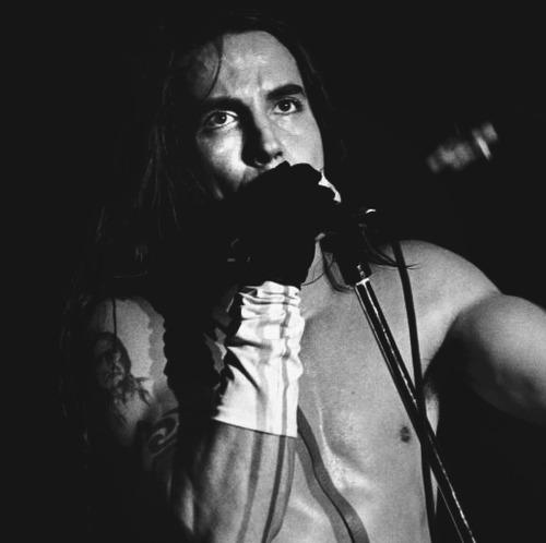 Efemérides - Página 3 Kiedis-bw-white-glove