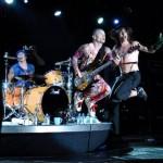 kiedis-flea-stage-jump