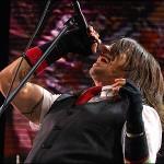 kiedis-live-red-tie