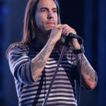 kiedis-live-stripey-top-2