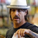 kiedis-packing-groceries