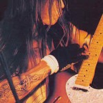 kiedis-pluck-guitar