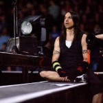 kiedis-sat-camera
