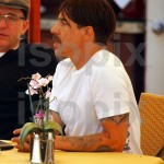 anthony kiedis lunch malibu 6 april 2011 new short hair
