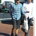 Anthony Kiedis new hairstyle wholefood shopping bag