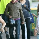 anthony-kiedis-heather-christie-walking-busy-street