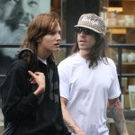 anthony-kiedis-heather-christie-walking-leopard-cap