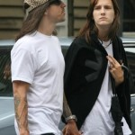 anthony-kiedis-heather-christie-walking-leopard-cap-5