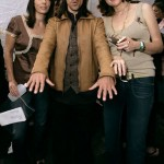 anthony-kiedis-hands-out-fashion-show