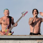 topless anthony Kiedis singing on rooftop with RHCP in Muscle Beach California