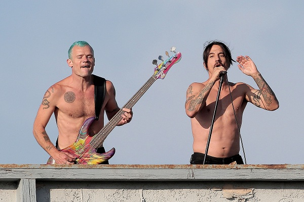 Red Hot Chili Peppers (De izq a der: Flea y Anthony Kiedis -foto no relacionada con noticia-)