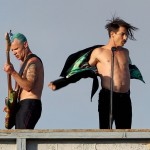 venice-beach-anthony-kiedis-flea-removing-jacket