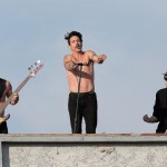 venice-beach-rhcp-rockin-out-1