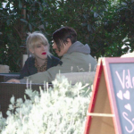 Malibu-Beth-Jeans-Houghton-Anthony-Kiedis-crutches-LA-January-11-2012-3
