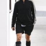 Anthony Kiedis foot injury no crutches