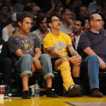 Anthony Kiedis leg in cast LA Lakers game