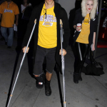 anthony kiedis arrives LA Lakers game on splints