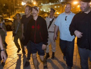 Anthony kiedis RHCP arrives in Jerusalem September 2012
