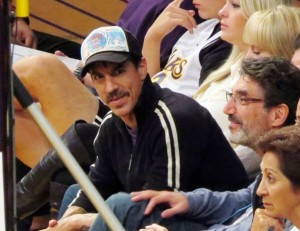 five noew photos anthony kiedis LA LAkers basketball game
