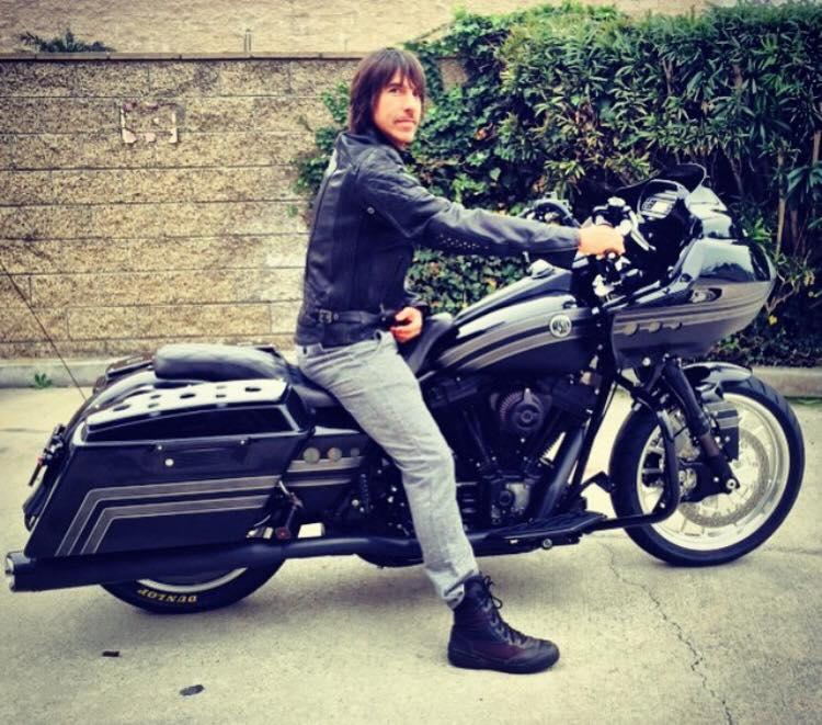 new-harley-davidson-motorbike-anthony-kiedis-1