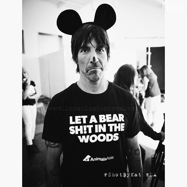 anthony-kiedis-let-a-bear-shit-in-the-woods