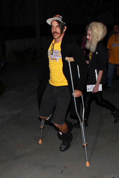 crutches-January-9-2012-Anthony-Kiedis_Beth_jeans-Houghton-Lakers-1