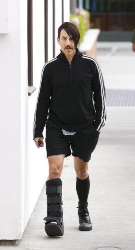 foot-brace-Anthony-Kiedis-2012-February-20