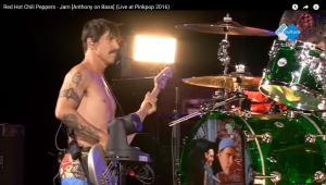 pinkpop-anthony-kiedis-bass-guitar-1