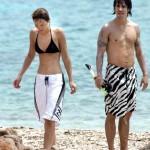 Anthony Kiedis Rota Hans walking beach